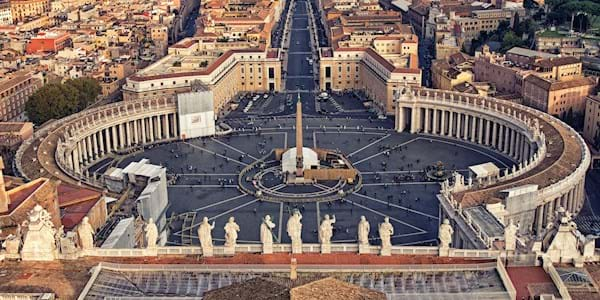 Panoramic shot St Peter's Square
