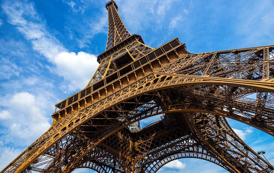 Skip the line eiffel tower tickets tour city wonders for Floor in french translation