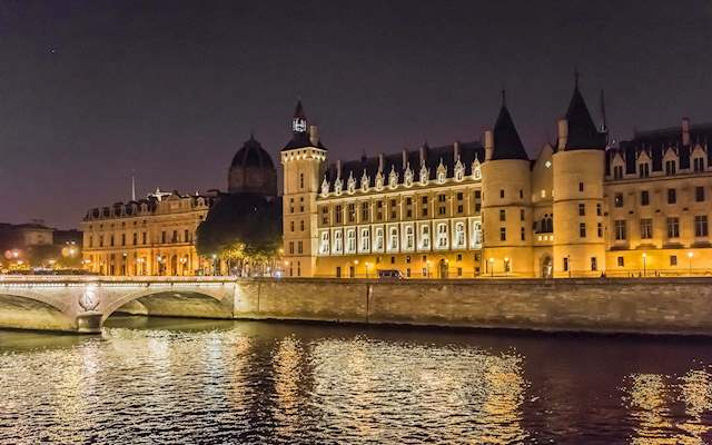 paris night view from seine