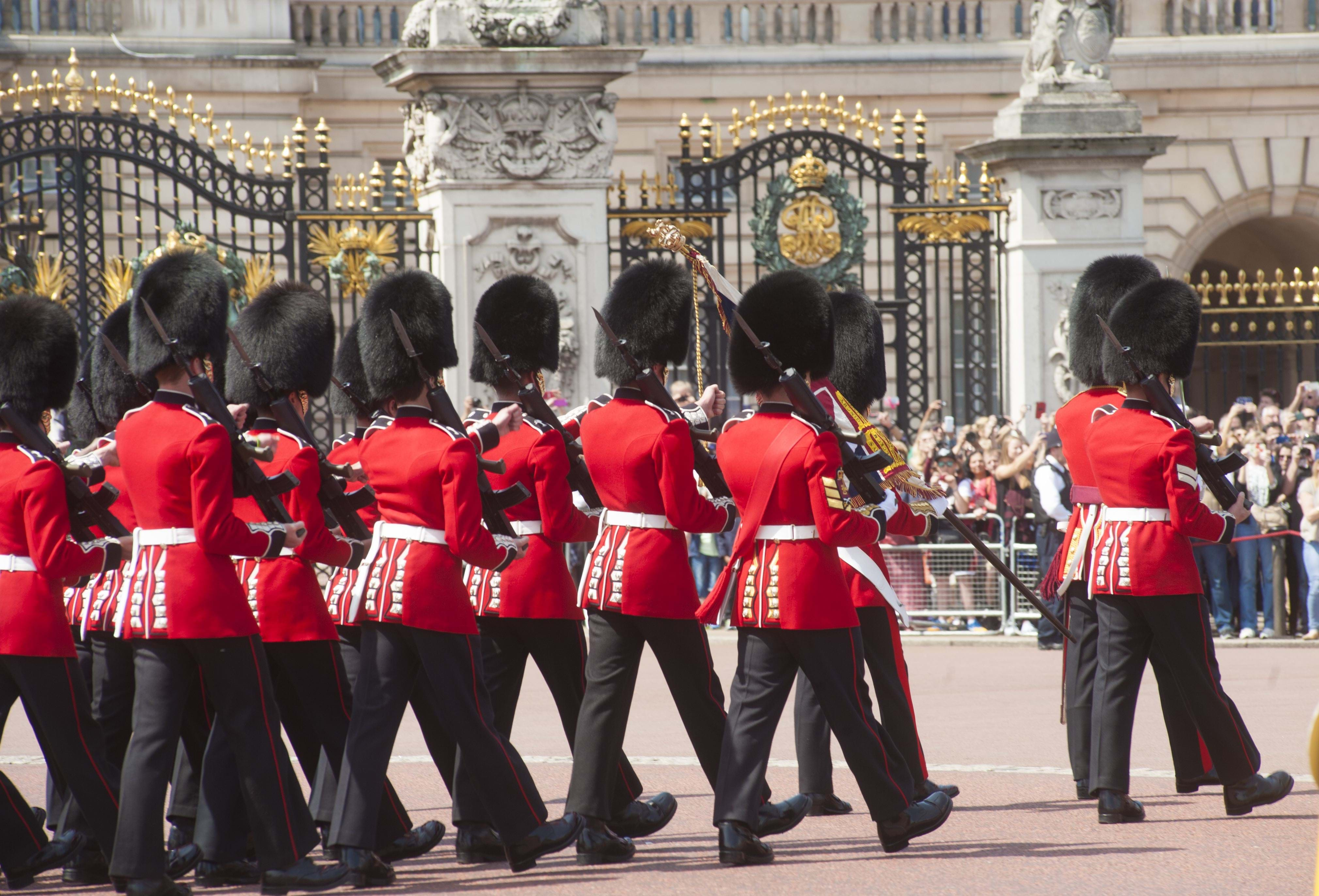 World Travel with Anne |Buckingham Palace Guards Hats