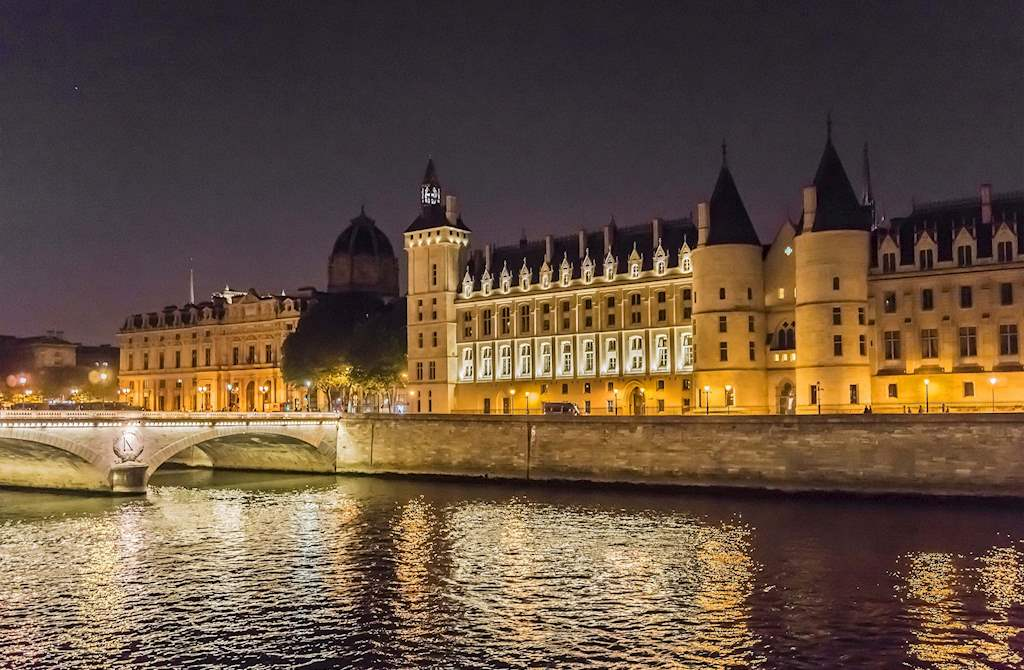 Conciergerie by night