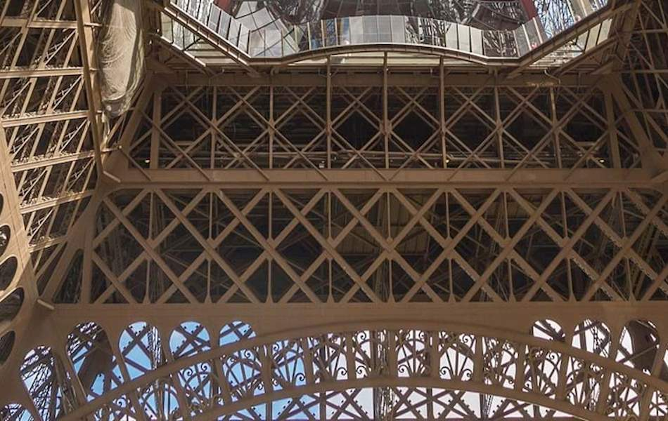 foot of eiffel tower