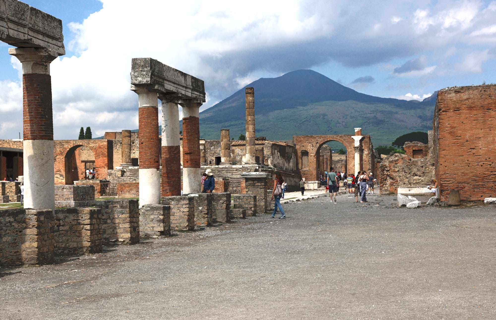 the discovery of the buried city of pompeii Photographer: samuel magal pompeii is in campania, italy, not far from naples pompeii was destroyed and completely buried during a long.